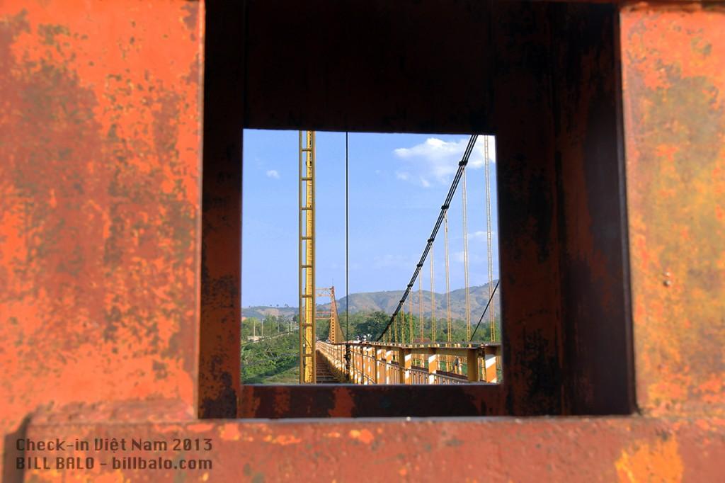 Cầu treo Kon Tum