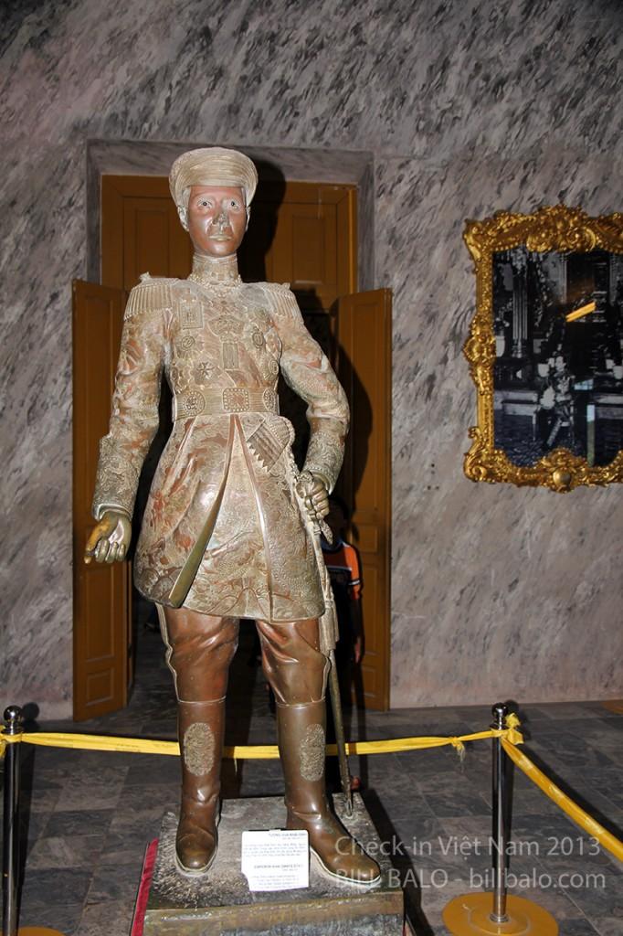 Bức tượng vua Khải Định được tạc theo tỉ lệ 1:1