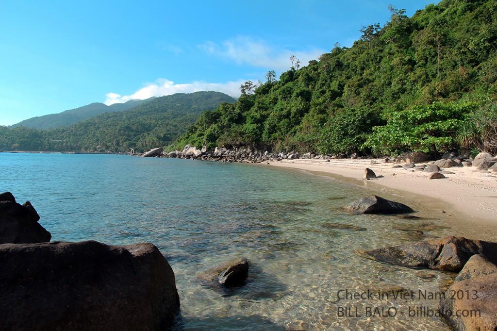 Có bờ biển như thế này thì người ta cũng gọi là một bãi. (Quên mất tên bãi này rồi)