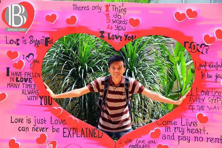 Trang trí mang phong cách Valentine khắp nơi cho mọi người đến chụp hình