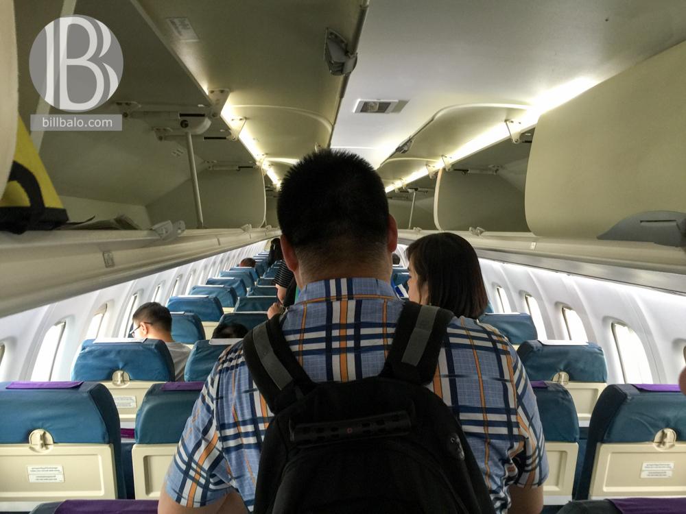 bên trong máy bay
