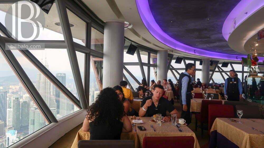 Thưởng thức trà chiều tạiNhà Hàng Xoay Atmosphere 360 ở Tháp KL Tower