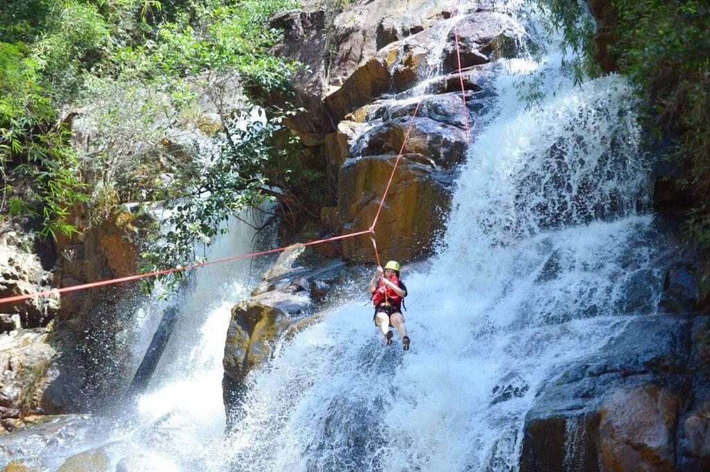 Trải nghiệm cảm giác mạnh tại thác Datanla